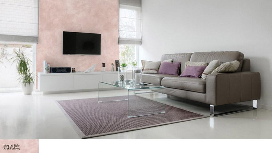 Ściana za telewizorem pokryta Stiukiem Perłowym Magnat Style